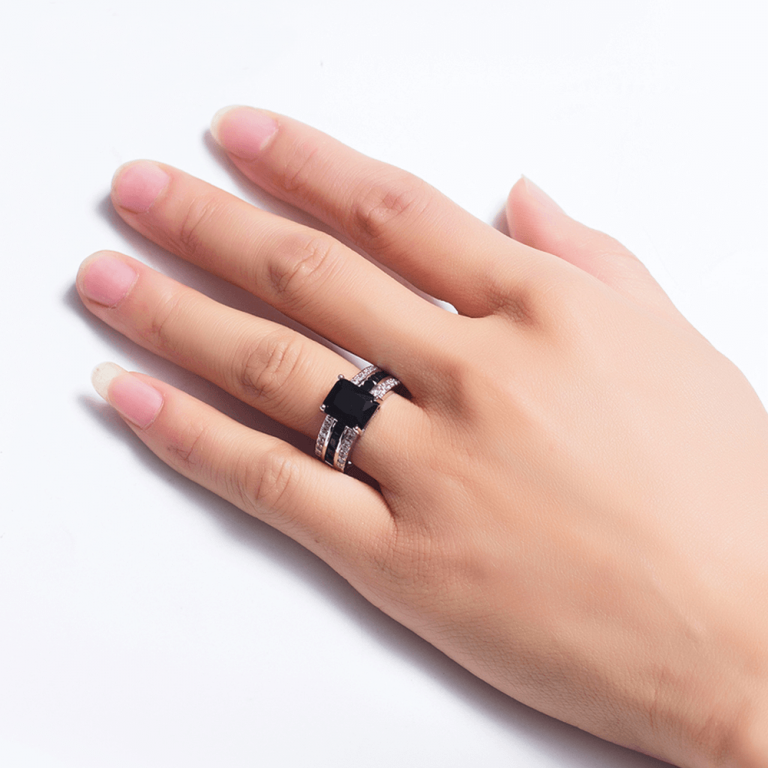 AAA Zircon Women Ring Silver With Black Stones - Glowing For Ladies