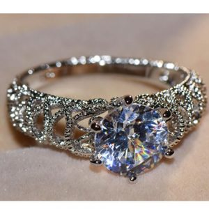 Diamantes Ring For Ladies AAA Zircon Silver