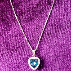 AGN0037 - Crystal Navy/Emerald Heart Necklace