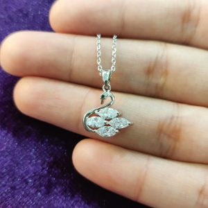 AGN0030 - Sparkling Silver Plated Crystal Swan Necklace