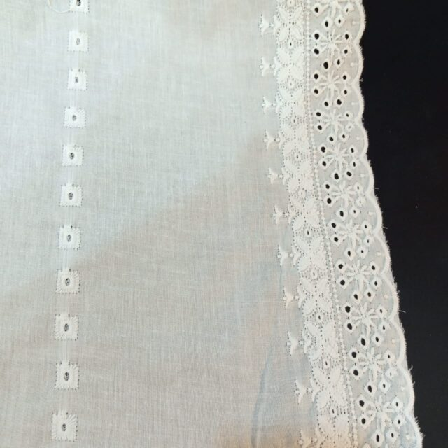 Embroided LawEmbroided Lawn Chaddar Summer Shawl Large Dupatta whiten Chaddar Summer Shawl Large Dupatta - white- ZD569